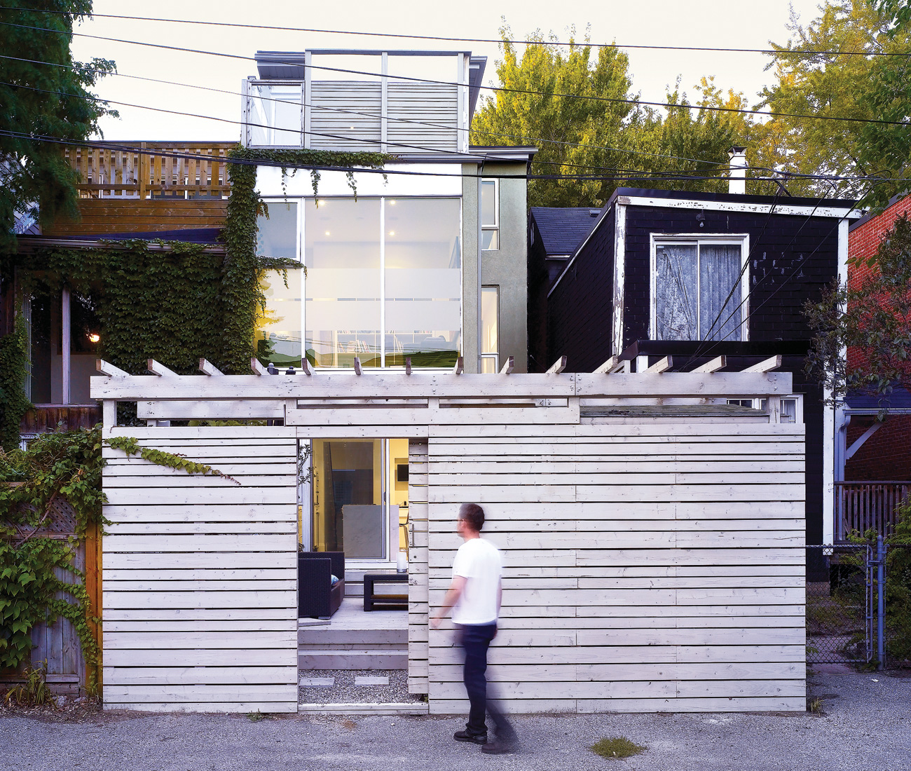 Like most row houses in Cabbagetown, the backyard faces onto a laneway. Dubbeldam frosted portions of the low-e glazed cladding to maximize light and heat without giving up privacy.