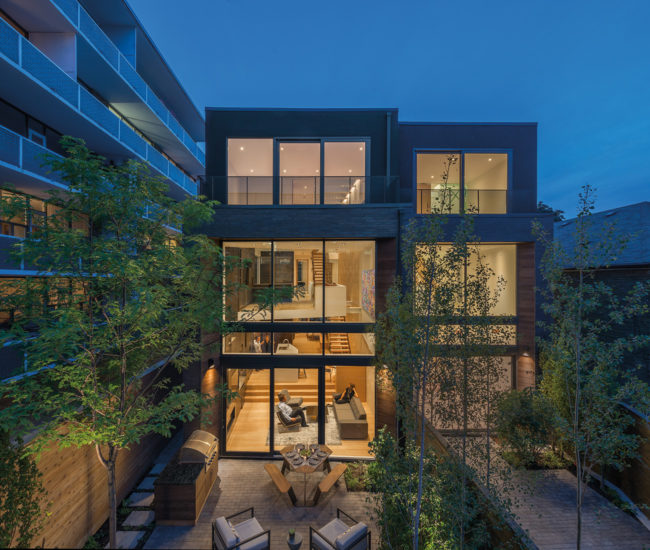 Even though Relmar House is surrounded by residential buildings, the glassed-in rear section offers enough privacy that it doesn't need curtains.