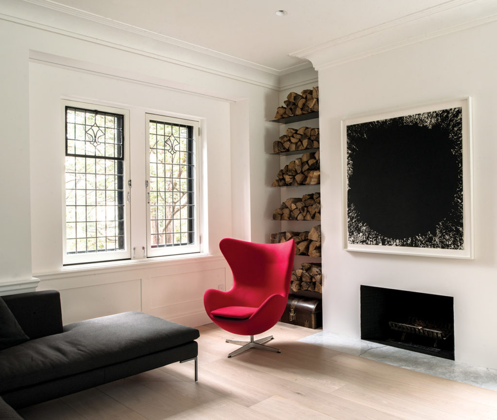 Old and new mix seamlessly in the living room.