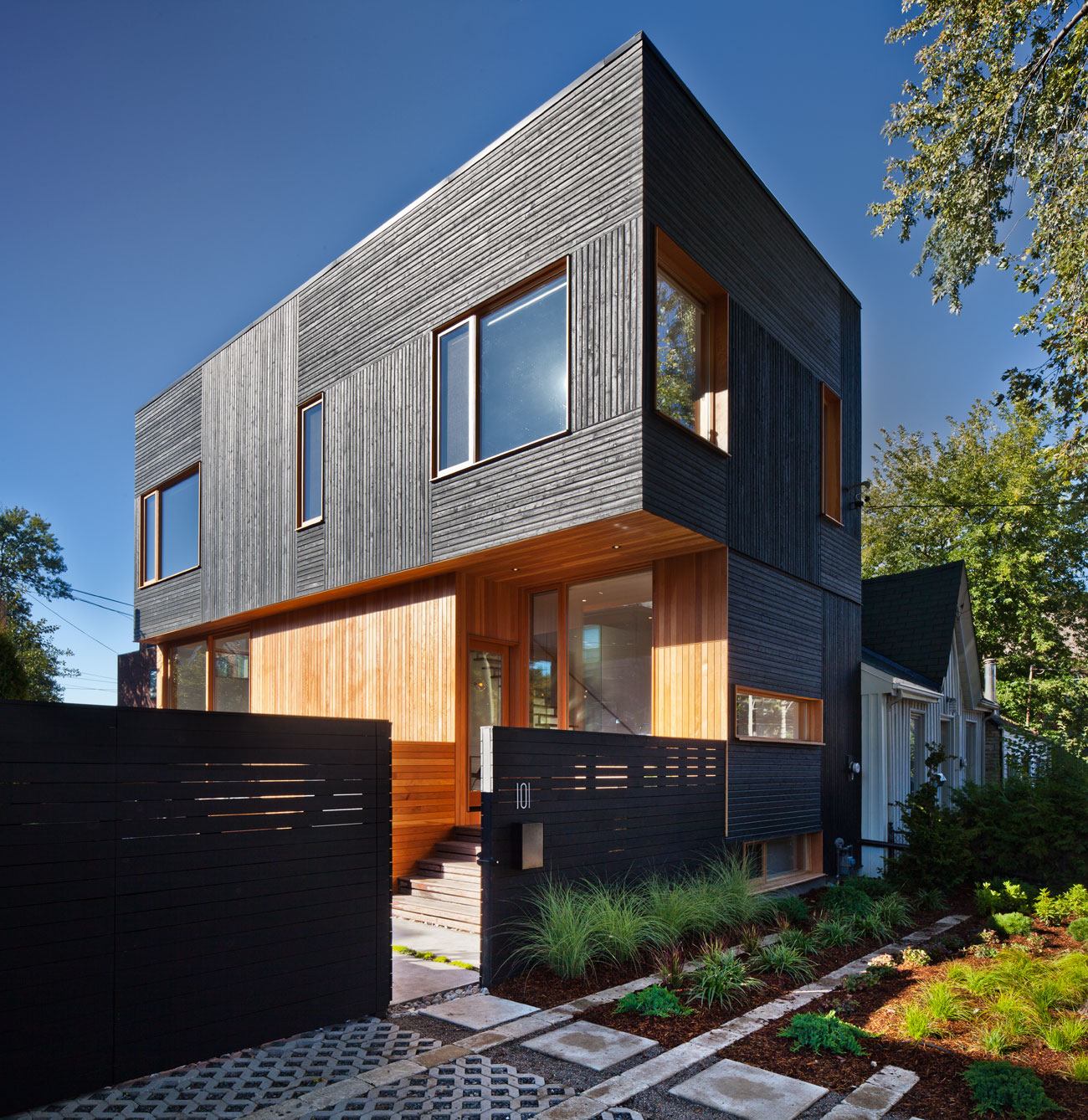 Black Wood Cladding Toronto Designlines Black Timber House Shou Sugi Ban House Charred Wood Kyra Clarkson Architect
